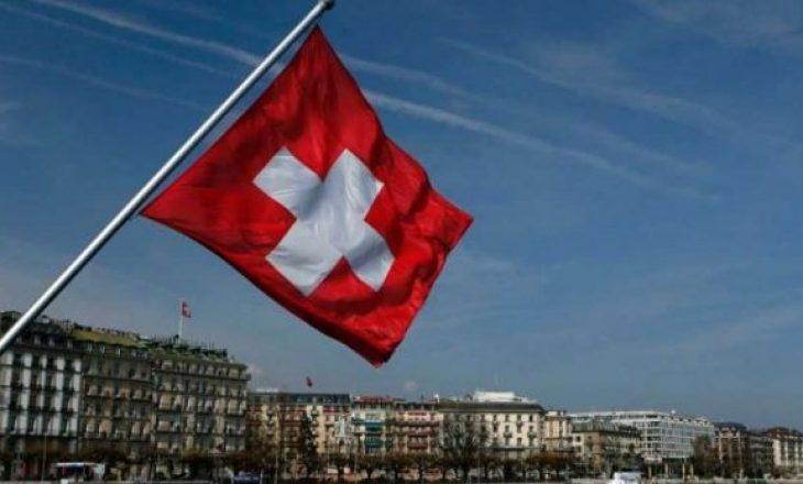 A ju përjashton nga karantina testi negativ në Zvicër?