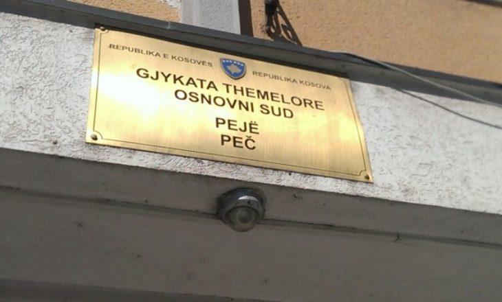 Gjykata e Pejës dënon një person me 800 euro, tentoi t'iu jepte ryshfet policëve